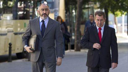 Rodríguez de Castro (izquierda) con su abogado.