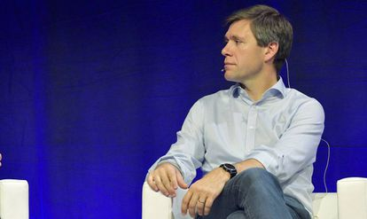 El 'chief digital officer' de Novartis, Bertrand Bodson (a la derecha)