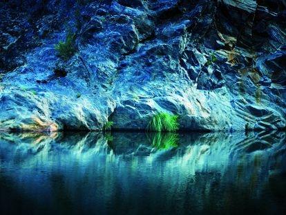 Del manantial, de origen magmático, brota agua a 16º C de temperatura constante. Fue descubierto en el siglo XIX cerca de Verín (Ourense).