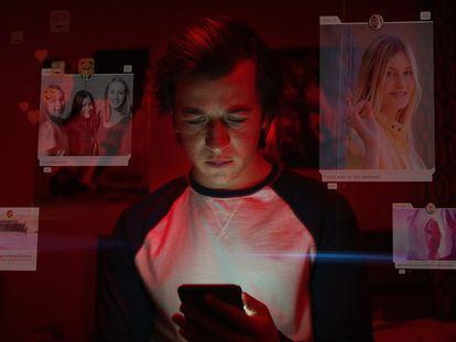 Fotograma del documental 'The Social Dilemma', de Netflix, que cuenta la importancia que tiene el secuestro de nuestra atención en las redes sociales.