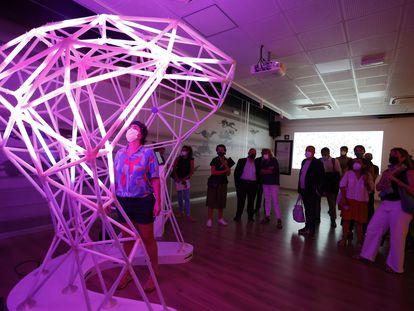 'Euronnection', de Anaisa Franco, controla las reacciones de la luz dentro de una escultura. / EVA GUILLEMET