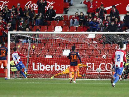 Noblejas marca el primer gol del Sporting.