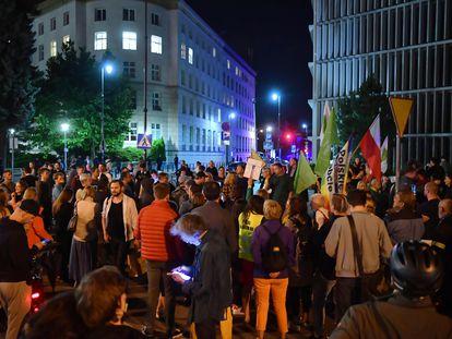 Una protesta en contra de la nueva ley de medios en Polonia, en Varsovia, este miércoles.