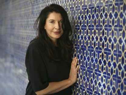 La artista serbia Marina Abramovic, en la universidad Laboral Marina de Gijón, en 2009 tras presentar una videoinstalación.