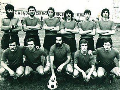El Getxo de la temporada 1976/77, en un partido jugado en Lasesarre contra el Barakaldo. Arriba: Salaberria, Bilbao, Claudio, Julián, Mediavilla, Susaeta. Abajo: Fernando, Gonzalo, Muñoz, Landeta y Urbiola II.