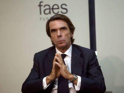 El expresidente del Gobierno José María Aznar, este lunes en un desayuno informativo en la sede de FAES. En el vídeo, un fragmento de su intervención.