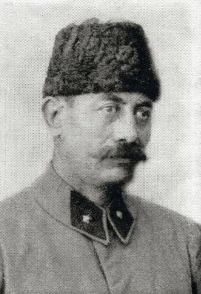Estaba al mando del 27º regimiento del Ejército otomano.