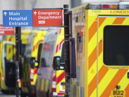 Ambulancias a las puertas del Royal London Hospital el pasado 29 de diciembre.