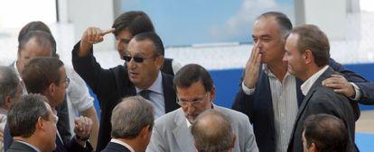 Carlos Fabra, en el centro, en un acto del PP celebrado este fin de semana en Valencia.