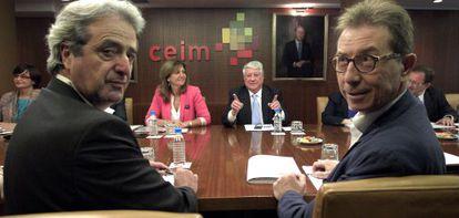 Los líderes de CC OO y UGT de Madrid, durante la reunión con la CEIM.