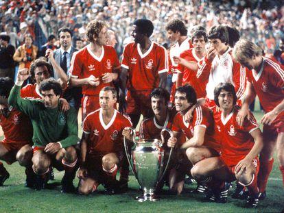 El Nottingham Forest, después de ganar su segunda Copa de Europa en mayo de 1980 en el Santiago Bernabéu. PETER ROBINSON (GETTY)