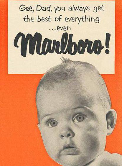 Uno de los carteles de la exposición en el que un niño felicita a su padre por elegir lo mejor