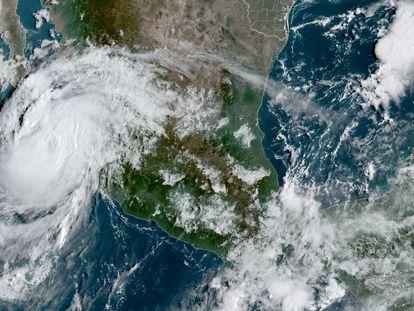 Imagen satelital del huracán 'Olaf'.