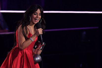 Camila Cabello agradece el premio a mejor canción.