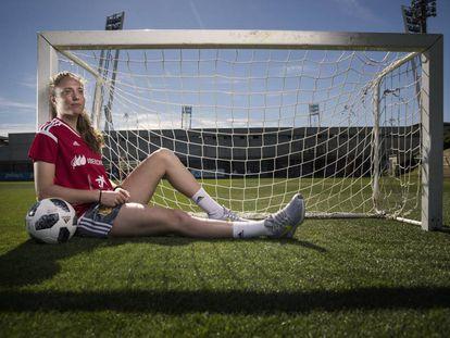 Celia Jiménez, internacional con España, posa después de la entrevista en la Ciudad del Futbol de Las Rozas.