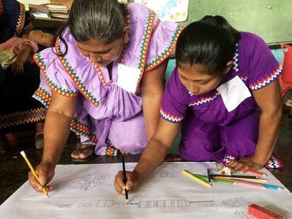El pueblo Ngäbe de Panamá participa en un programa educativo que incorpora su lengua.