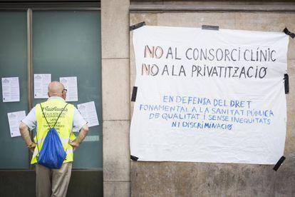 Protesta contra el consorcio del Hospital Clínic.