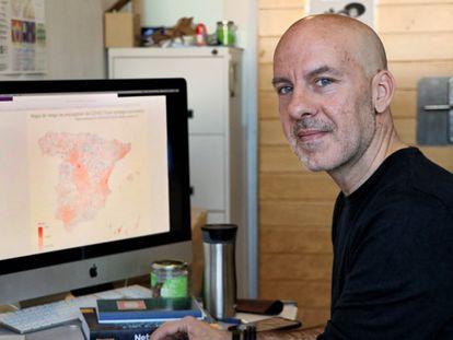 El investigador Àlex Arenas lidera el equipo que ha desarrollado un modelo matemático que anticipa la expansión del coronavirus