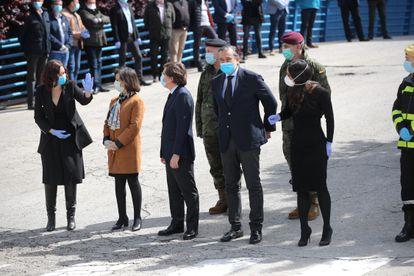 Díaz Ayuso, junto a la ministra de Defensa, el alcalde de Madrid, el consejero de Justicia e Interior y la vicealcaldesa de la capital, en el acto de clausura.