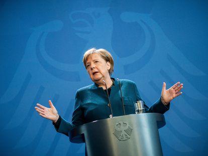 La canciller alemana, Angela Merkel, informa del coronavirus en marzo del año pasado.