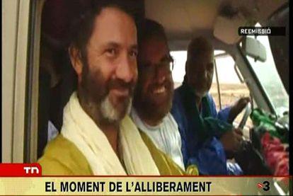 Albert Vilalta y Roque Pascual coincidieron en el momento de la liberación con su secuestrador, ya liberado. (Imagen difundida por TV3)