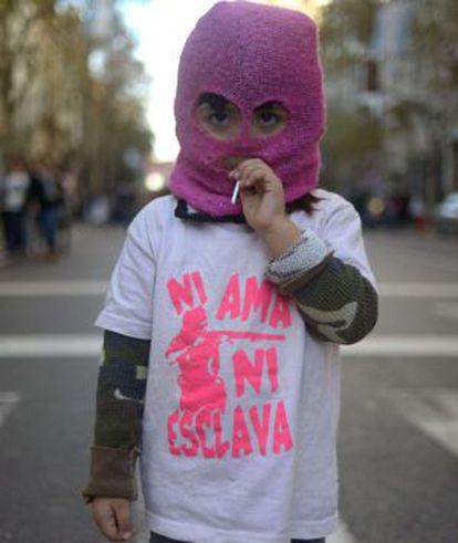 Un niña en una calle de Buenos Aires.