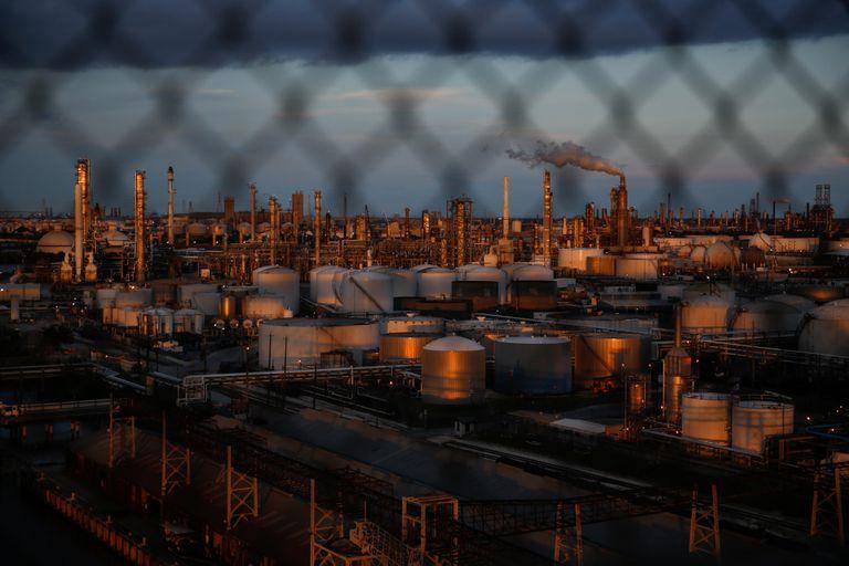 Plantas químicas y refinerías en Houston, Texas.