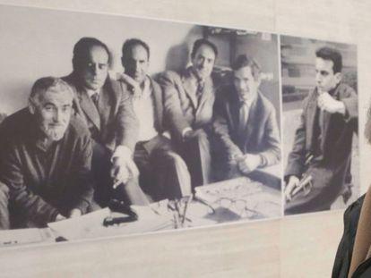 José Antonio Sistiaga junto a una foto del grupo Gaur.