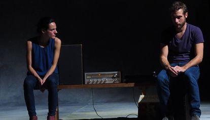 Sofia Dias y Vítor Roriz, en 'Antonio y Cleopatra', dirigida por Tiago Rodrigues.