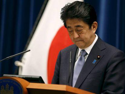 """El primer ministro japonés, Shinzo Abe, en 2015, cuando reconoció que Japón había infligido """"daños y sufrimientos inconmensurables"""" durante la Segunda Guerra Mundial."""