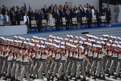 Trump asiste en París, en julio de 2017, al desfile militar de Francia