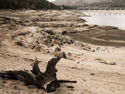 Embalse de Lindoso en Orense, donde tras la sequía ha emergido el antiguo pueblo de Aceredo.