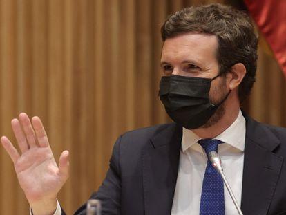El presidente de PP, Pablo Casado, en la reunión de los grupos parlamentarios de la formación en el Congreso de los Diputados, este lunes.