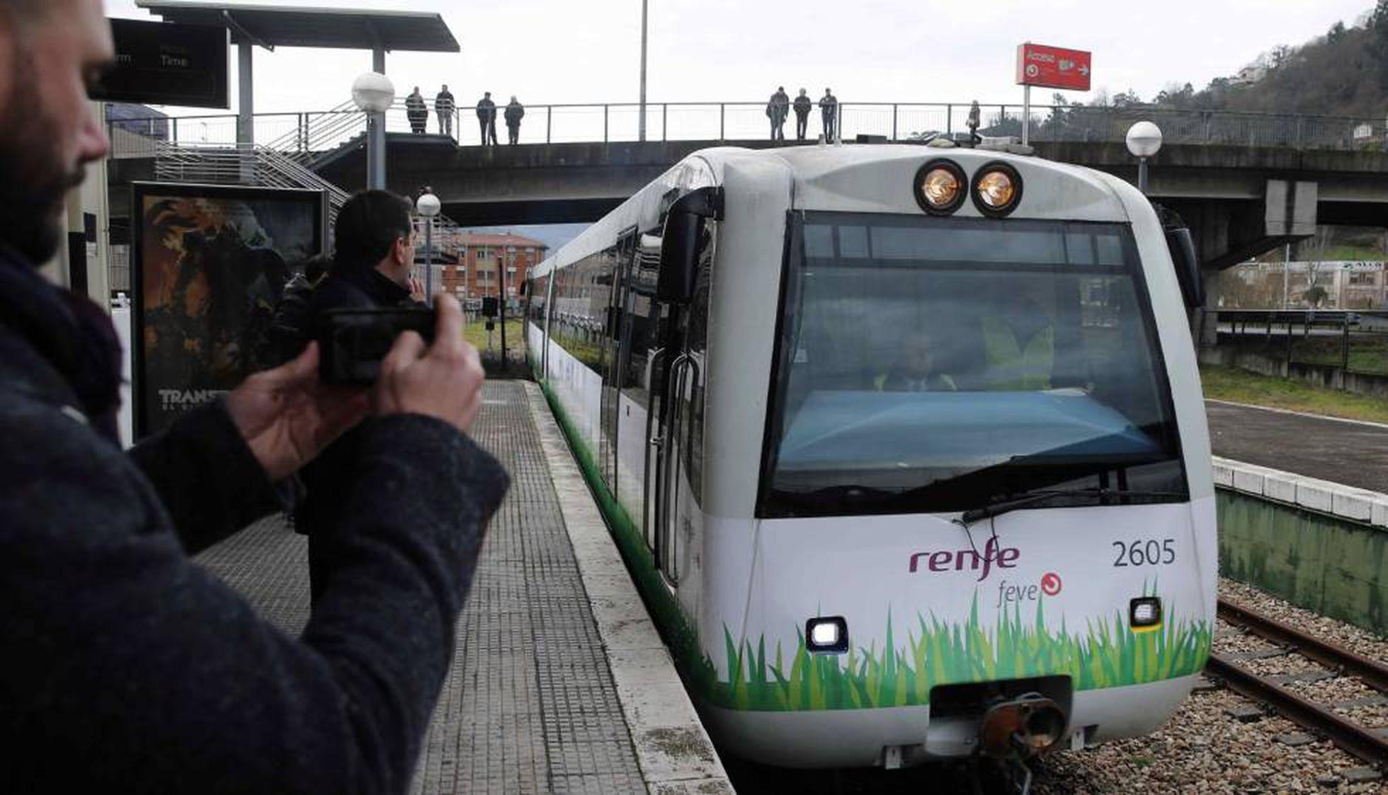 Renfe Lanza El Primer Tren Del Mundo Que Funciona Con Gas Natural Economia El Pais