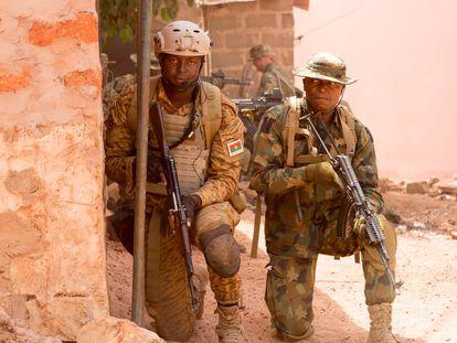 Militares de Níger y Camerún en una operación militar el pasado enero.