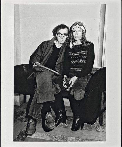 Allen y su entonces compañera sentimental, Mia Farrow, en 1985. El año en el que se estrenó 'La rosa púrpura de El Cairo', protagonizada por la actriz.