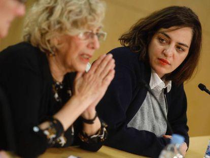 Manuela Carmena, junto a Celia Mayer en una rueda de prensa.