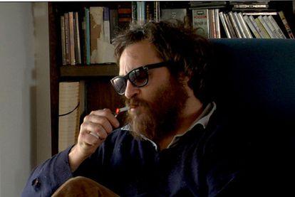 Un desaliñado Joaquin Phoenix, en un fotograma de la película <i>I'm still here.</i>
