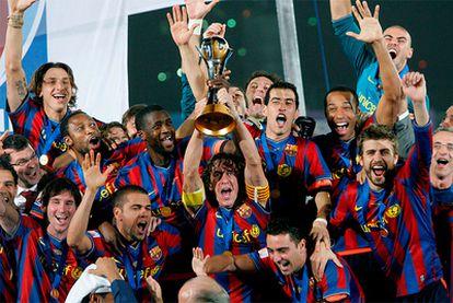 Los jugadores del Barça celebran el título del Mundial de Clubes en 2009.