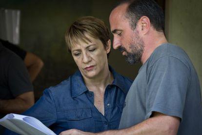 Blanca Portillo y Pau Freixas, durante el rodaje de 'Sé quién eres'.