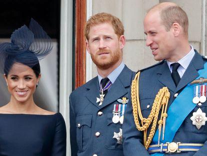 Meghan Markle, Enrique y Guillermo de Inglaterra en el palacio de Buckingham en 2018.