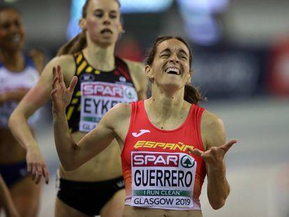 Esther Guerrero, ganando su semifinal de 800m.