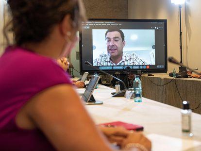 El presidente de la Junta de Andalucía, Juan Manuel Moreno, durante la reunión del comité de expertos que asesora sobre la pandemia.