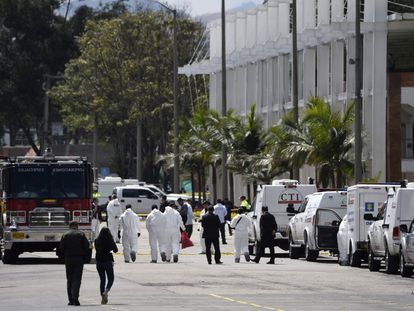 Imagen de 2019. Los servicios de emergencia acuden a la Escuela de Policía General Santander tras la explosión para auxiliar a los heridos del atentado.