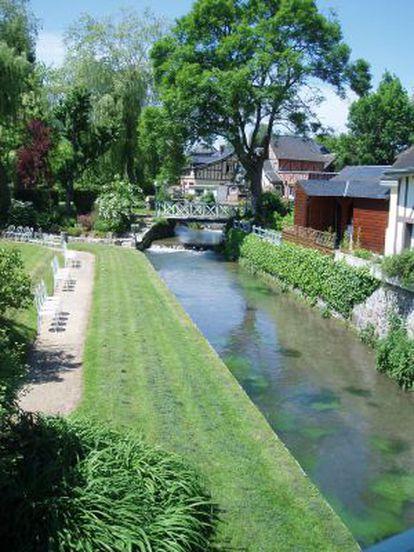 Una vista de la localidad francesa de Ry, en Normandía.
