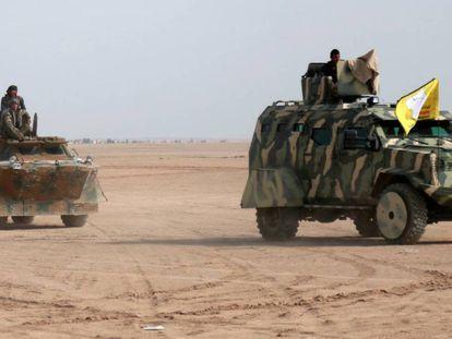 Combatientes que participan en el asalto de Raqa, el pasado día.