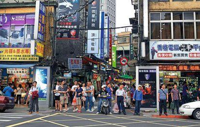 Calle de Taipéi dedicada a la venta masiva de tecnología.