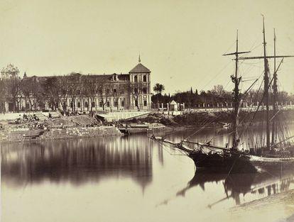 Vista del palacio de San Telmo, en Sevilla, desde el río Guadalquivir.