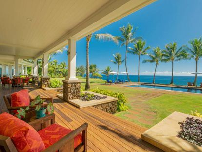 El porche de la casa de Greg Glassman, creador de la marca CrossFit, en Hawái y con vistas al océano Pacífico.