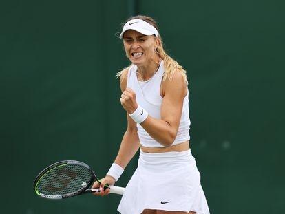Paula Badosa celebra un punto durante el partido de la primera ronda contra Bolsova.